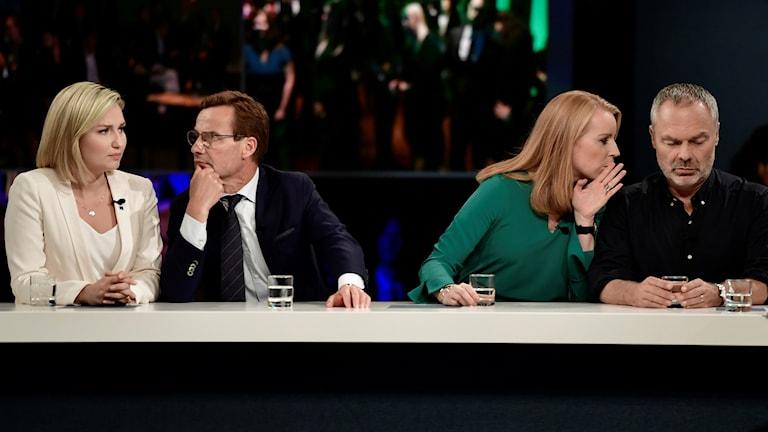 Alliansens partiledare från vänster Ebba Busch Thor (KD), Ulf Kristersson (M), Annie Lööf (C) och Jan Björklund (L) på SVT:s valvaka.