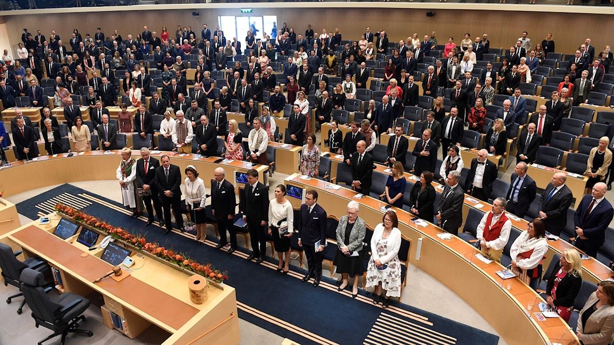 Riksmötets öppnande med kungafamiljen och talmännen längst fram.