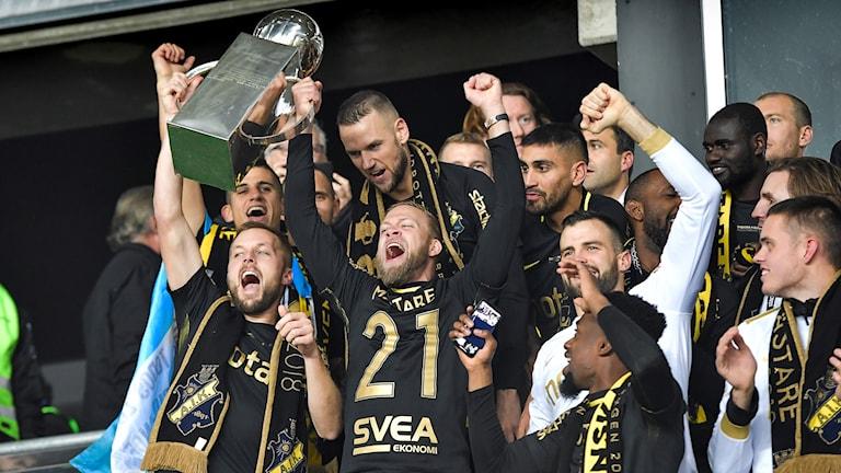 AIK:s spelare jublar över guldet