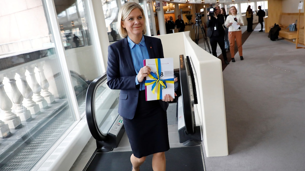 Finansministern Magdalena Andersson håller i regeringens vårbudget.