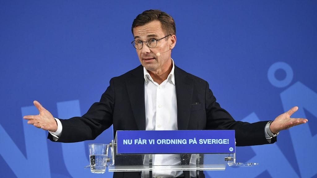 Moderaternas partiledare Ulf Kristersson håller tal