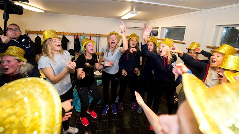 Linköping har guldhattar på sig för att fira SM-guldet.