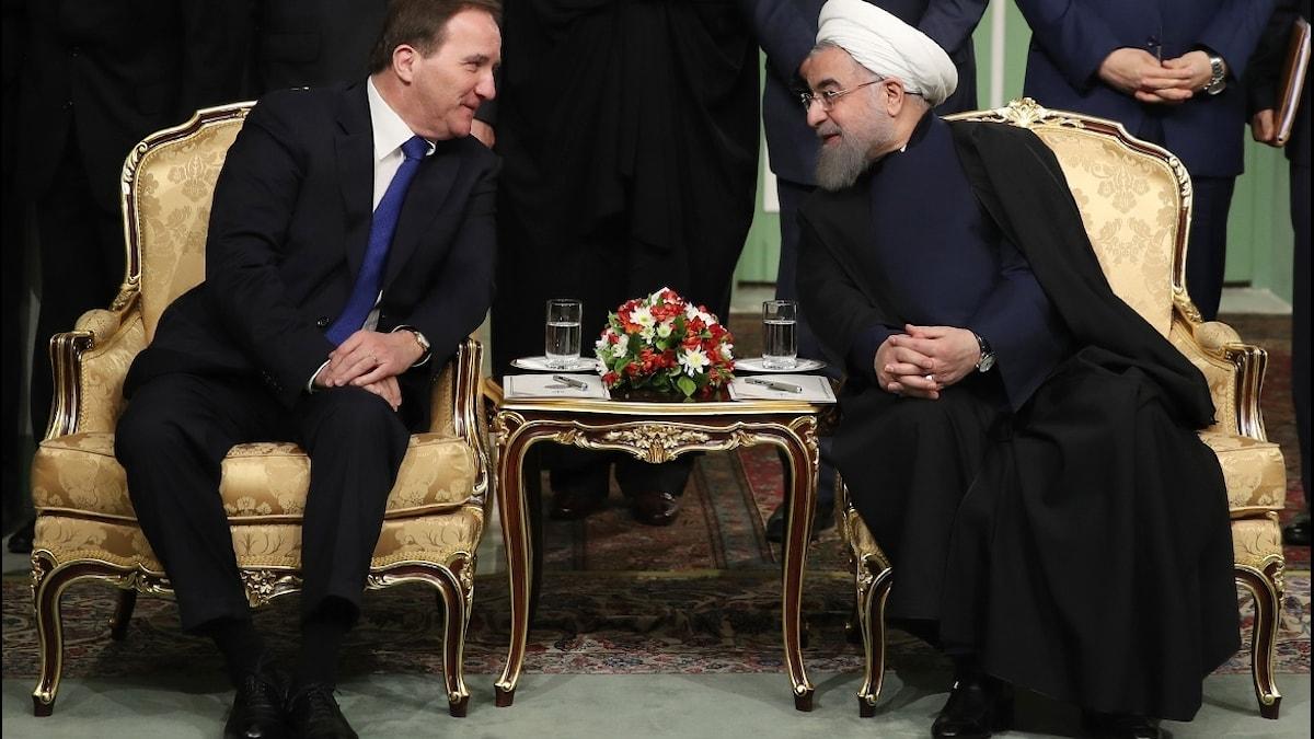 Sveriges statsminister Stefan Löfven pratar med Irans president Hassan Rohani. Foto: AFP PHOTO / HO / IRANIAN PRESIDENCY / TT