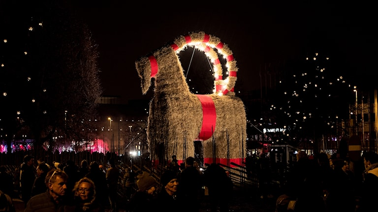 Den stora julbocken på torget i Gävle.