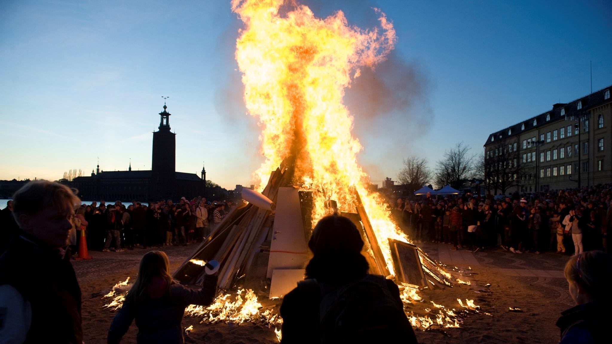 Varför firar vi valborg i sverige