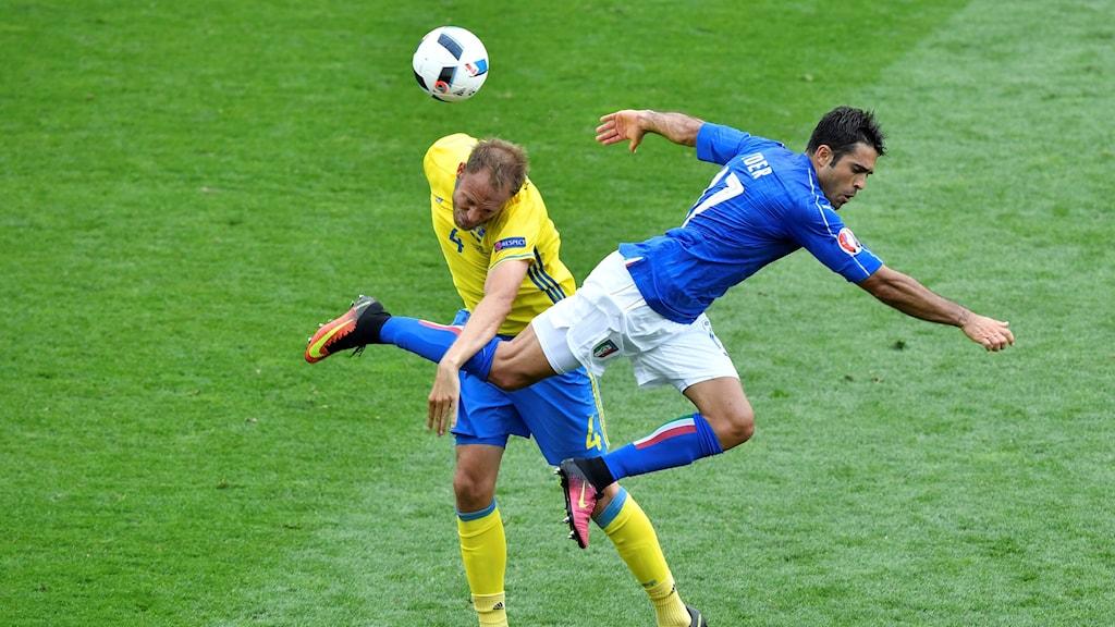 Sverige och Italien, i en match under fotbolls-EM 2016.