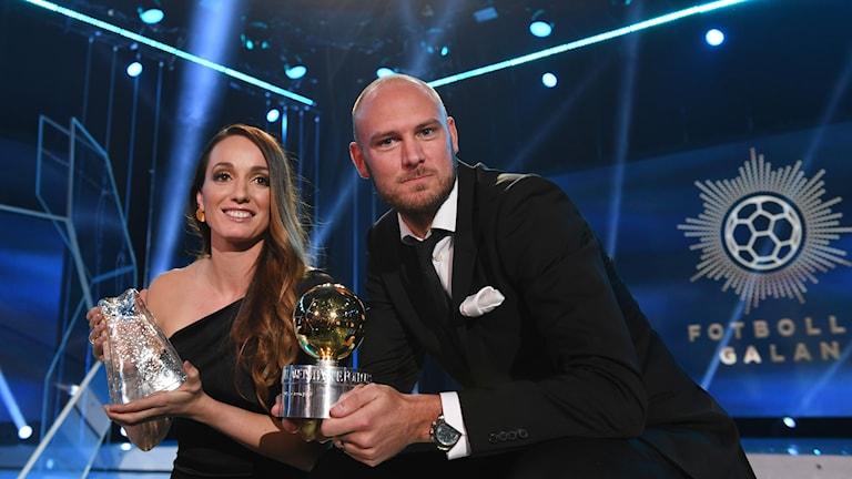 Kosovare Asllani tilldelas Diamantbollen och Andreas Granqvist tilldelas Guldbollen under Fotbollsgalan