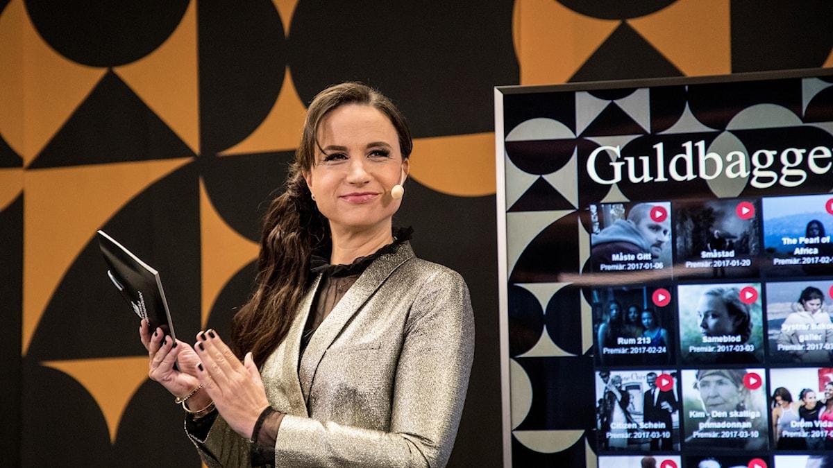 Petra Mede som är programledare för Guldbaggegalan under pressträffen där årets Guldbagggenomineringar tillkännagavs.