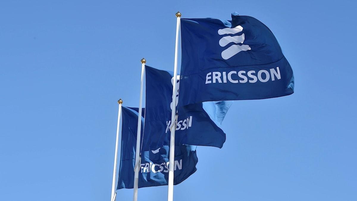 Flaggor med Ericssons logga
