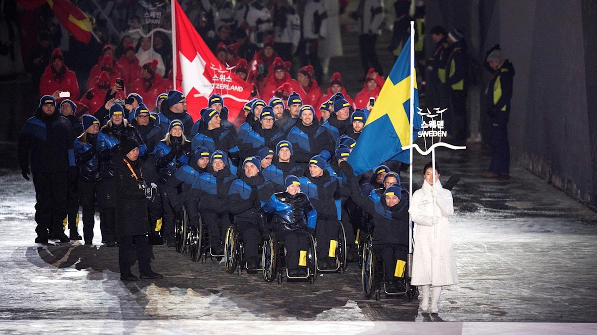 Den svenska delegationen på invigningen av Paralympics i Sydkorea.