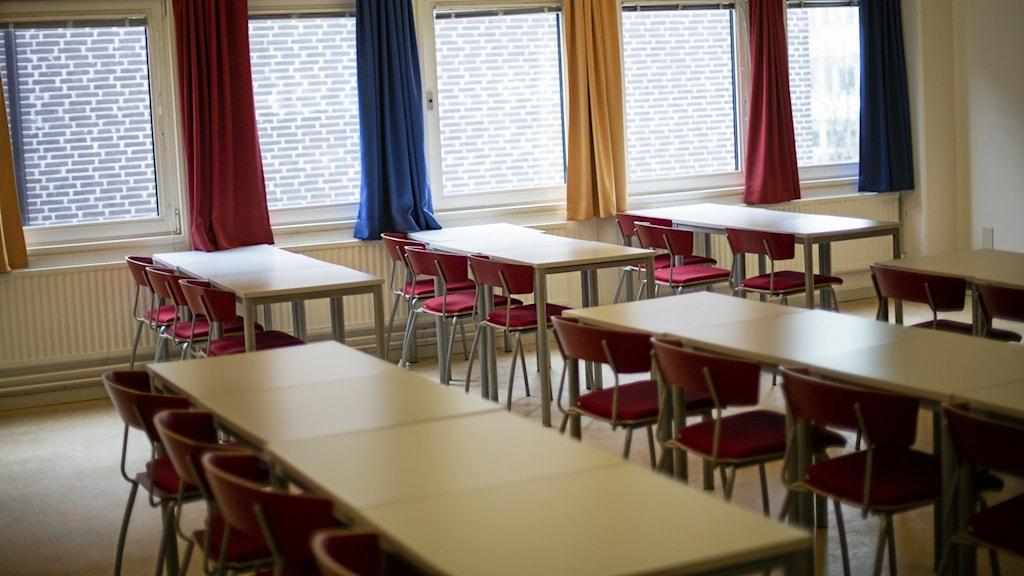 Tomt klassrum på Tumba gymnasium.