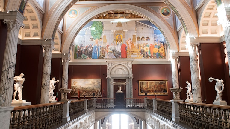 """Konstnären Carl Larssons stora väggmålning """"Midvinterblot"""" i entrén till Nationalmuseum i Stockholm."""