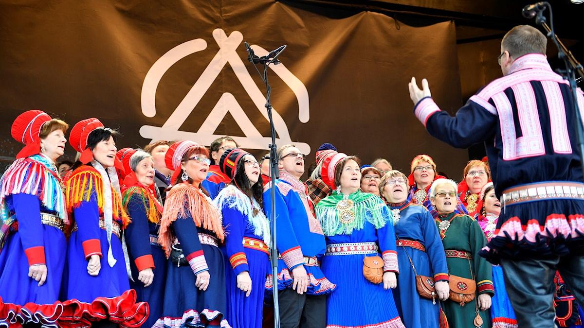 En samisk kör sjunger på invigningen av jubileumsveckan i Trondheim.