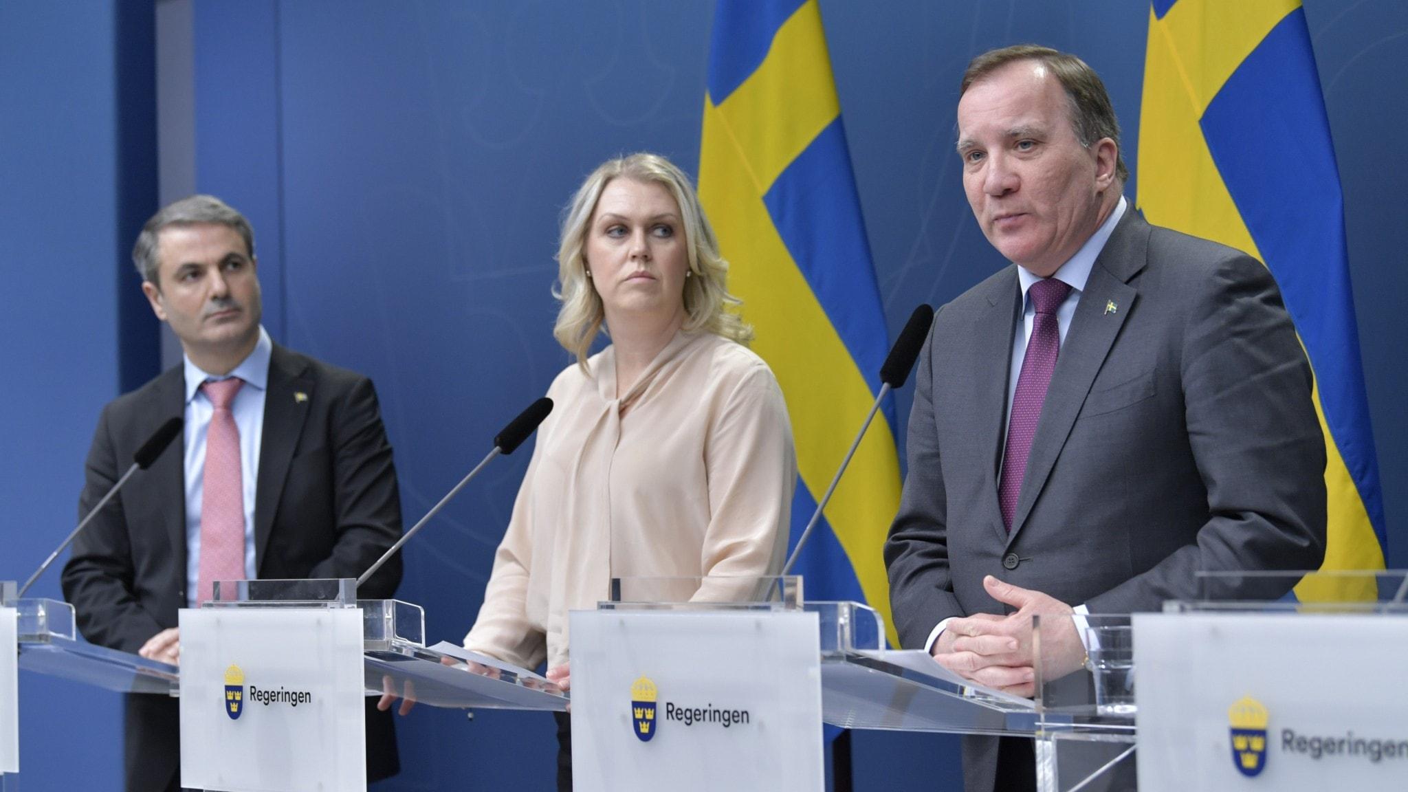 näringsminister Ibrahim Baylan, socialminister Lena Hallengren och statsminister Stefan Löfven håller pressträff