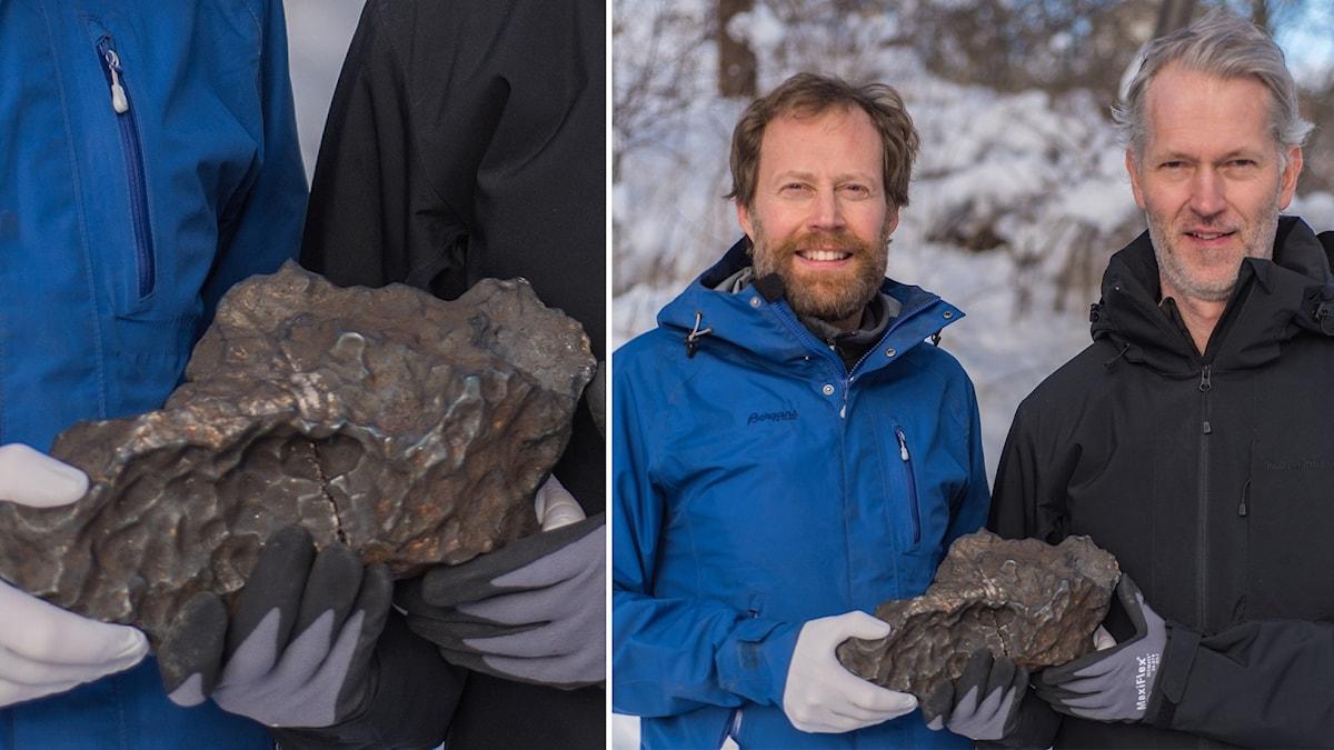 Geologerna Andreas Forsberg och Anders Zetterqvist håller i meteoriten som de har hittat.