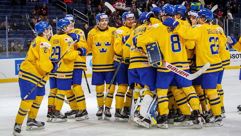 Sveriges juniorlandslag i ishockey på isen.