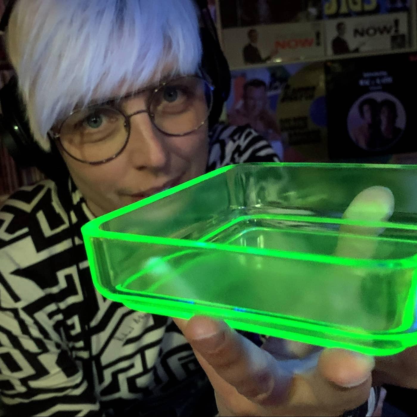 Glödande gulgrönt glas med uran