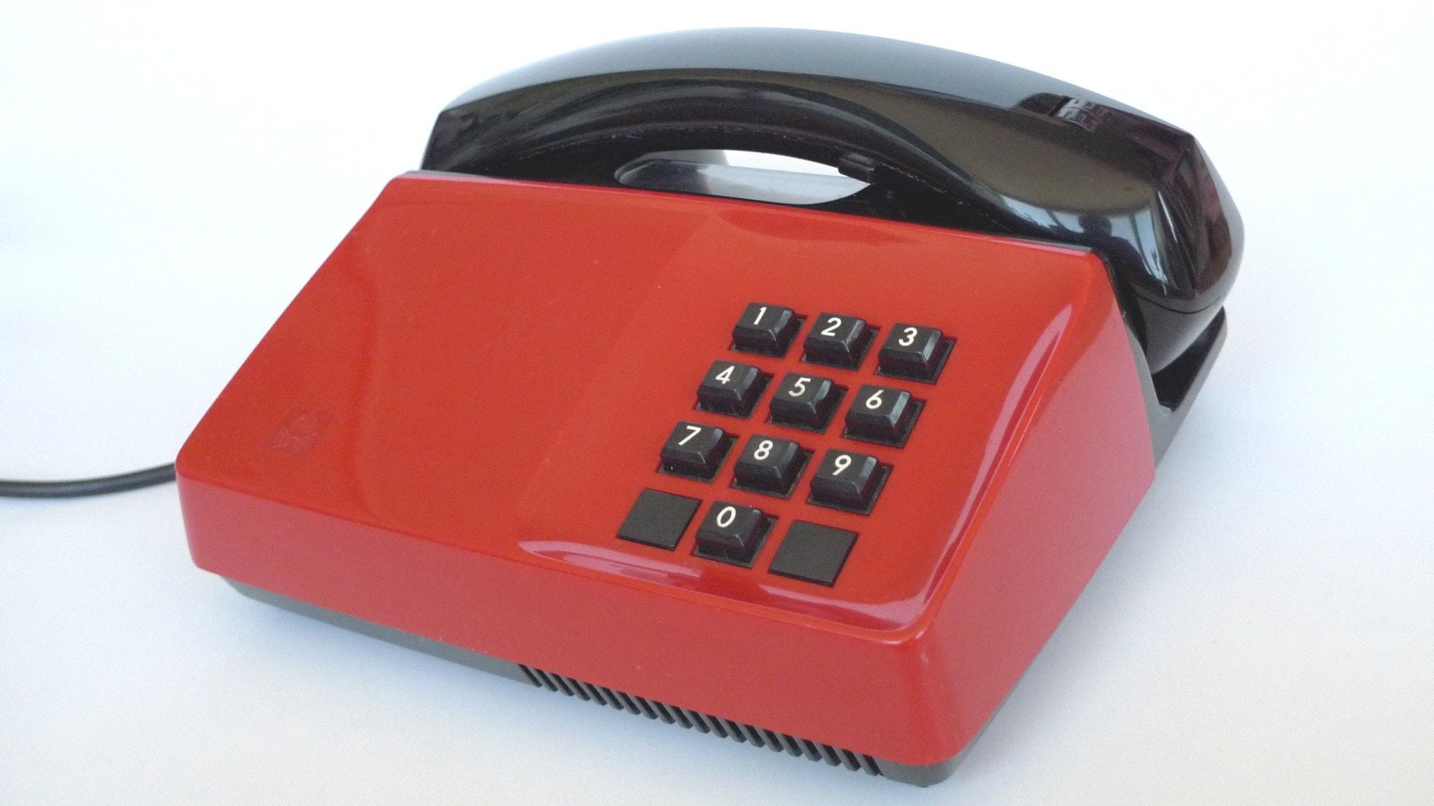 Knapptelefon Diavox 904 med 10 knappar (pulsval). Tillverkad av Teli.