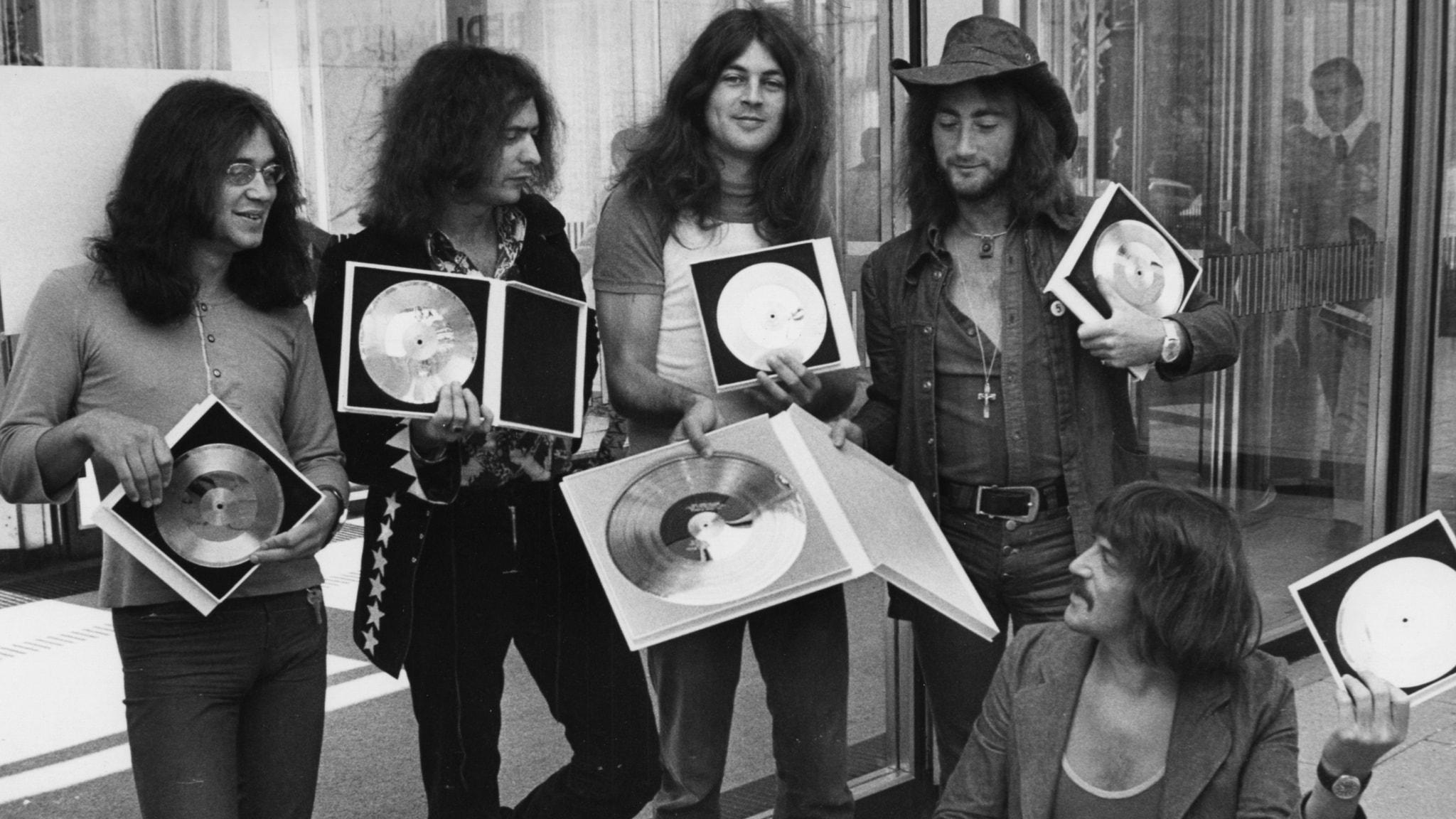 Deep Purple visar upp guldskivor 1971