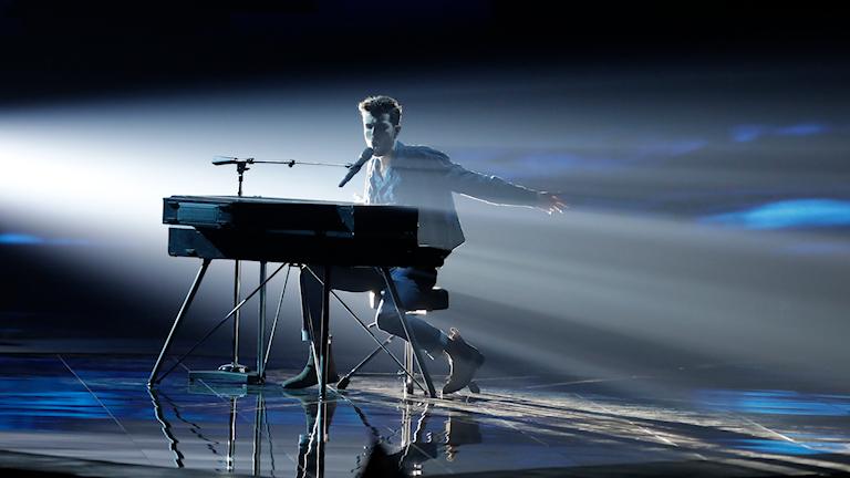 Duncan Laurence från Nederländerna uppträder i Eurovision Song Contest 2019.