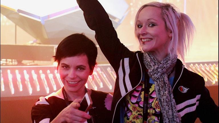 Carolina Norén och Ronnie Ritterland guidar dig genom alla deltävlingar, Andra Chansen samt finalen i Melodifestivalen i P4.