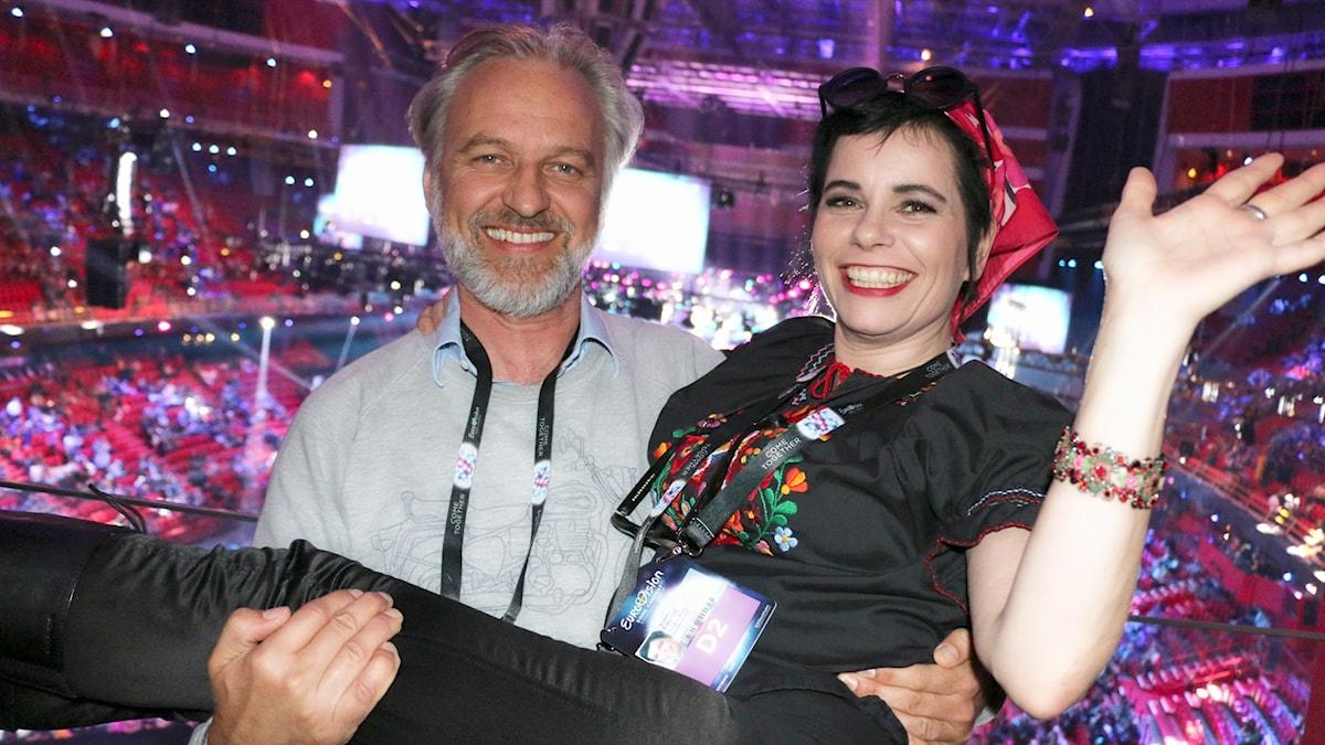 Björn Kjellman och Carolina Norén guidar dig genom hela finalen i Eurovision Song Contest 2016.