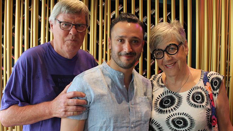 Pappa Johan Lundvik, bror Erik och mamma Jane Lundvik på plats i Tel Aviv.