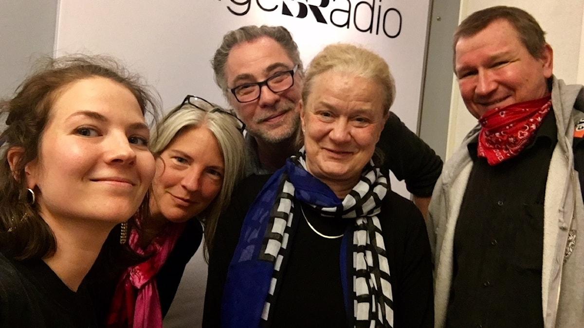 Anders Ask, utrikesredaktör på Ekot, Fernando Arias, Sveriges Radios New York-korrespondent, Karin Henriksson, författare och USA-expert, Roland Poirier Martinsson, konservativ filosof och skribent.