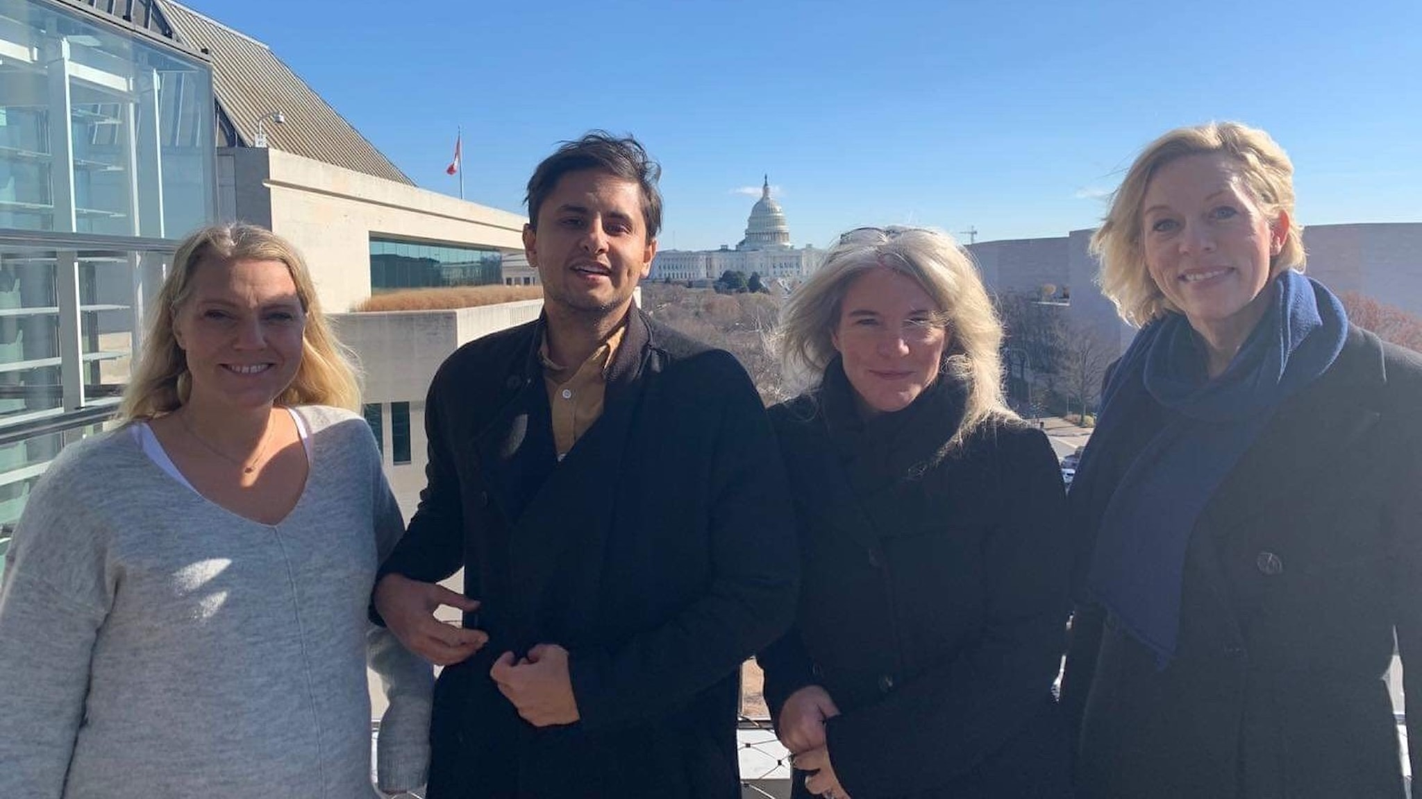 Podden på plats i Washington. Carina Bergfeldt, Fernando Arias, Sara Stenholm Pihl, Ginna Lindberg.