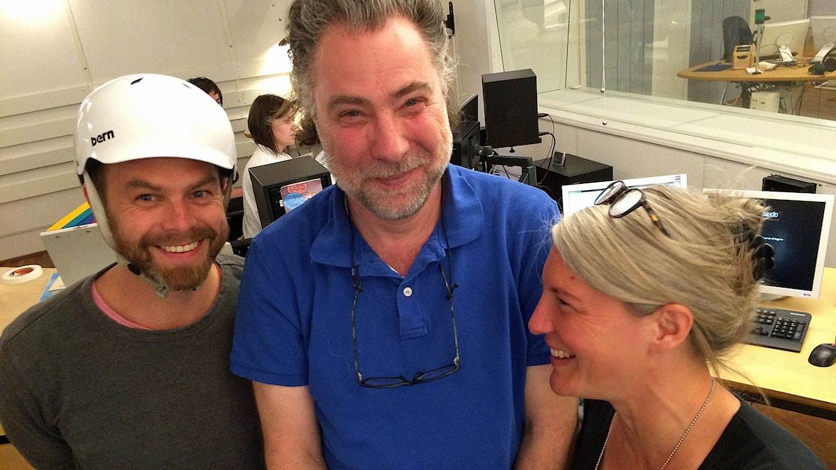 Bild på dom medverkande Ivar Ekman, Anders Ask och Sara Stenholm står och pratar. Foto: Anna-Carin Pihl.