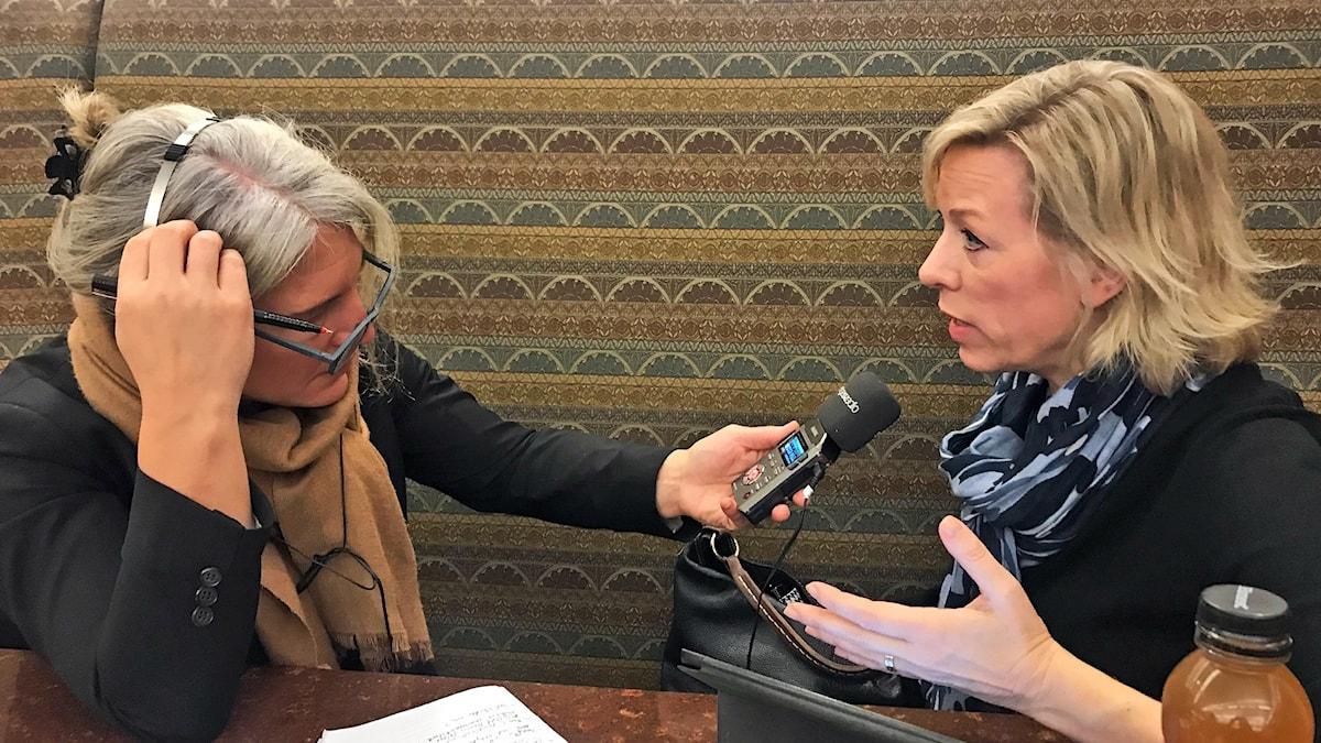 Sara Stenholm och Ginna Lindberg. Foto: SR