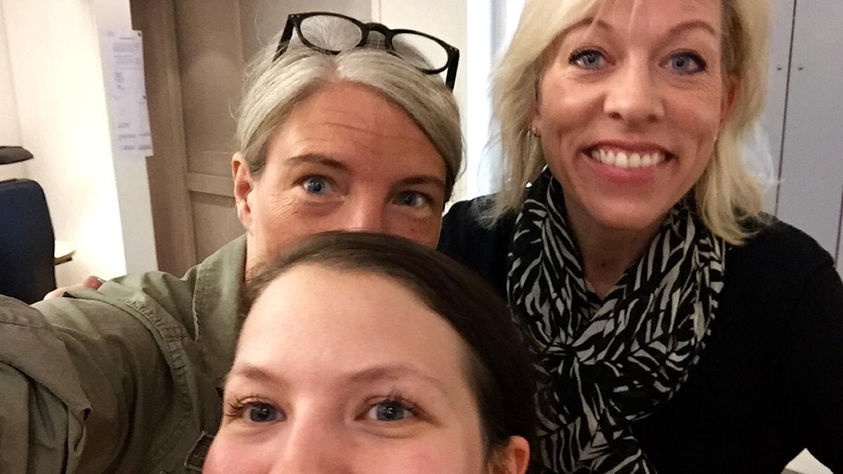 Sara Stenholm Pihl, programledare, Ginna Lindberg, utrikeschef Ekot och Cecilia Khavar, producent.