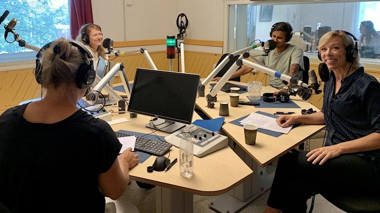 Sara Stenholm, Kajsa Boglind, Fernando Arias och Ginna Lindberg i studion.