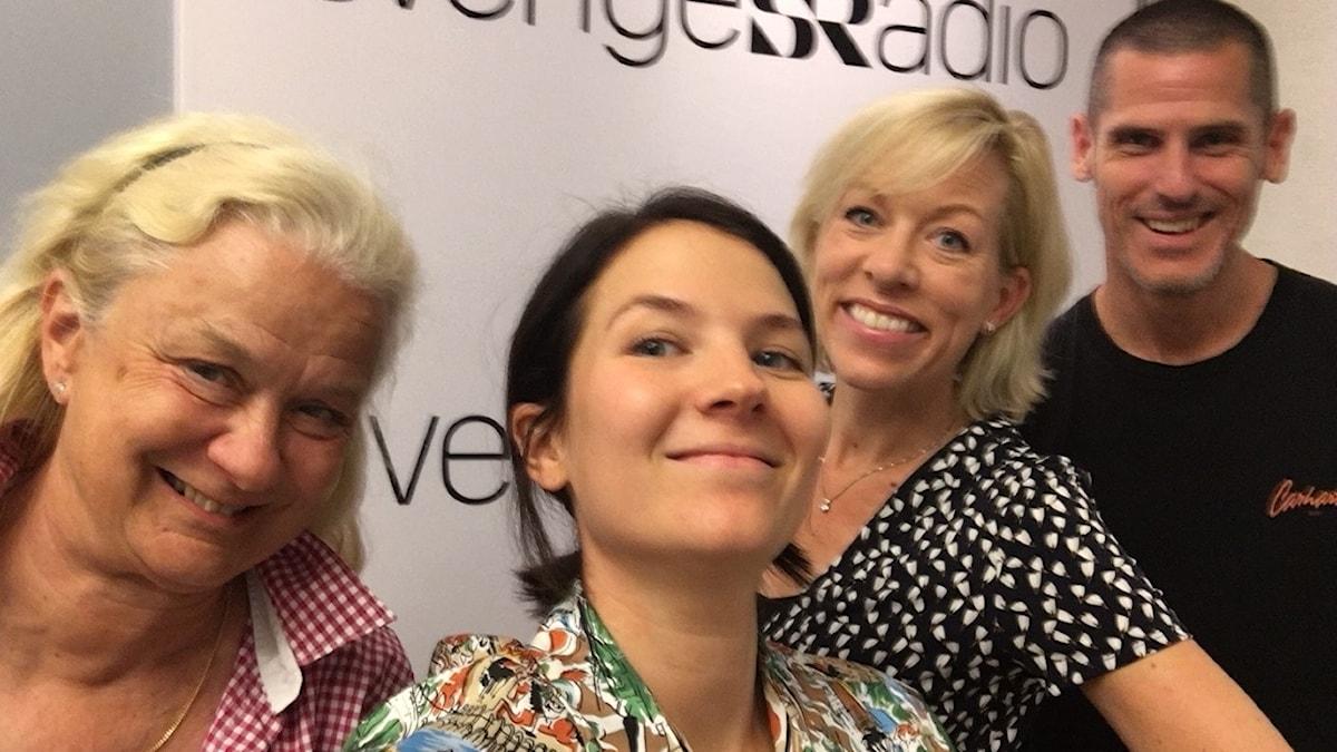 Karin Henriksson, USA-expert och författare bosatt i Washington, Billy McCormac, USA-expert och PR-konsult, fd republikan, Ginna Lindberg, utrikeschef på Ekot och Caroline Lagegren, Sveriges Radios utsända i New York.