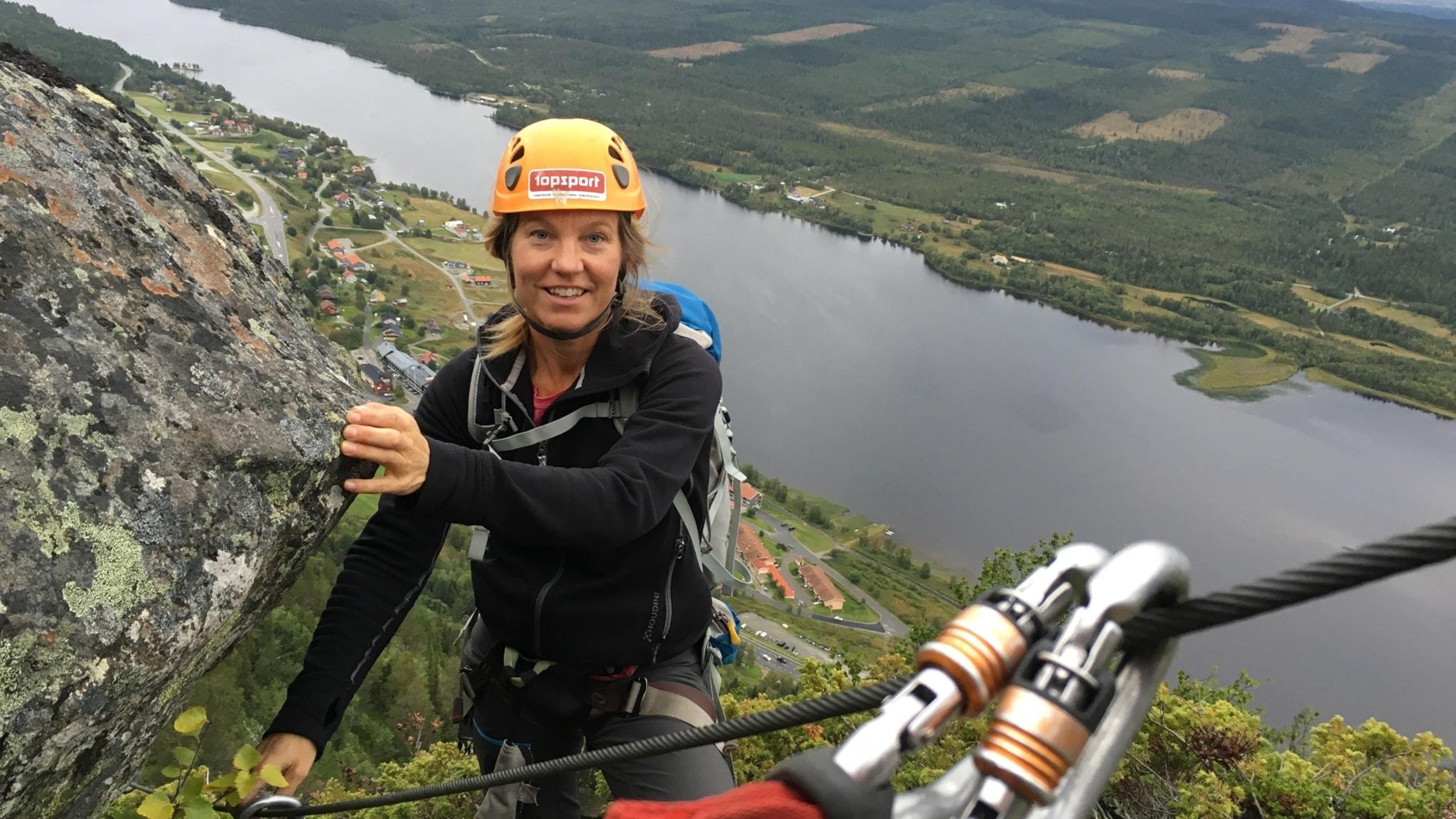 Louise Östberg på toppen av Funäsdalsberget.