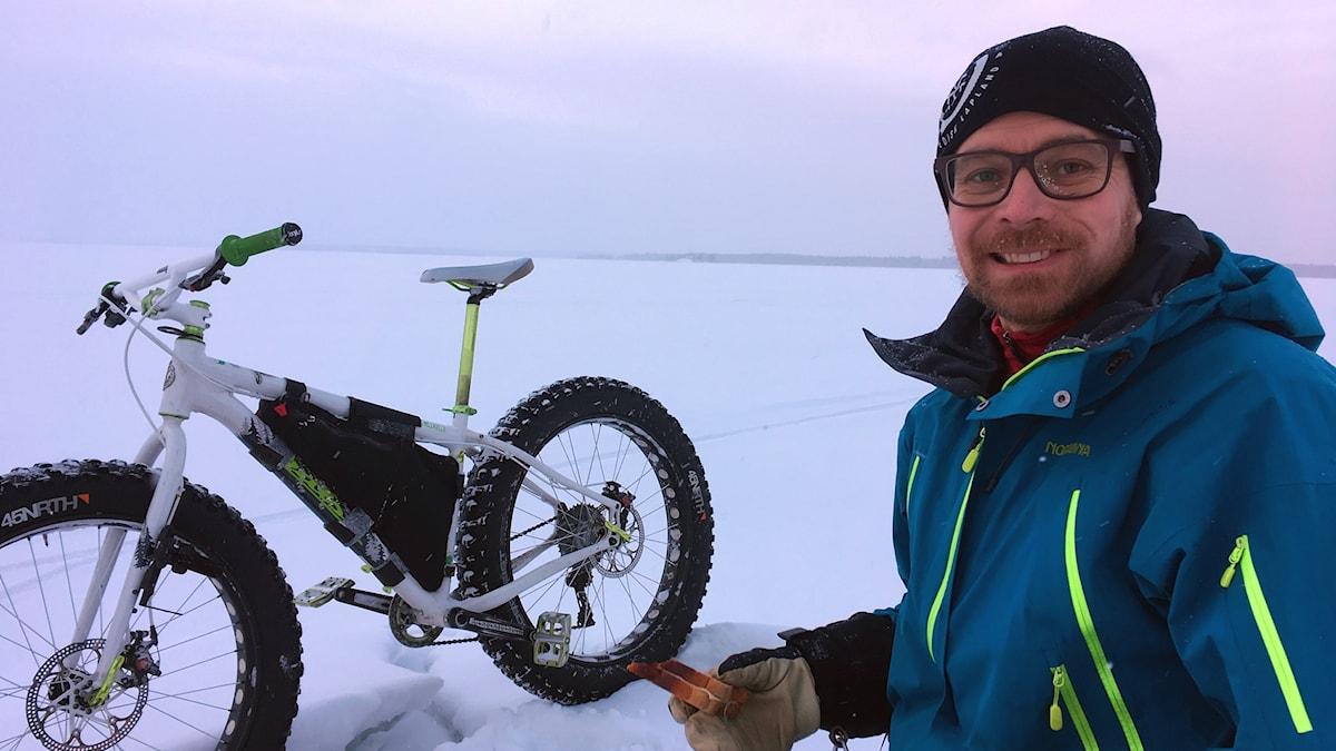 Olov Stenlund med sin cykel.