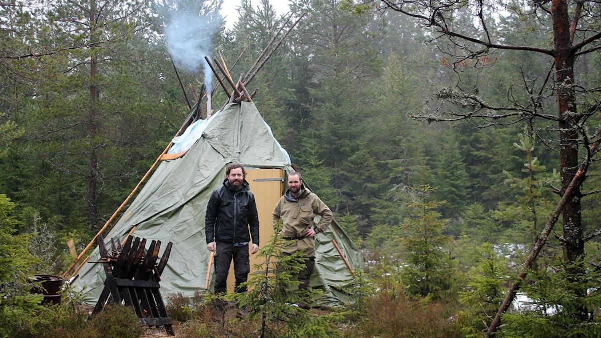 Thor Banke och Johan Forsberg vid lägret i Strängsered utanför Ulricehamn.