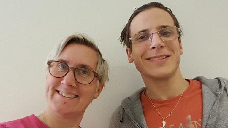 Cecilia Brönemyr och Jocke Sävenborg ser pigga och glada ut.