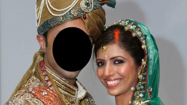 Bilden visar en man med överstruket ansikte och en leende kvinna.