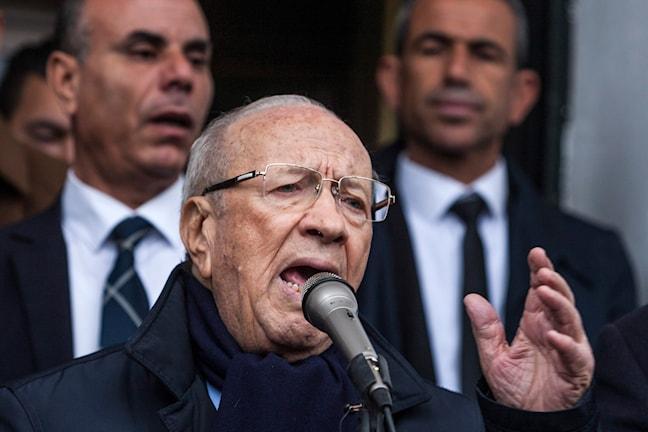 Essebsi är rynkig och gråhårig.