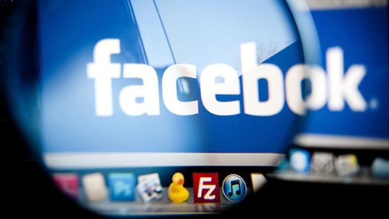 """Namnet """"Facebook"""" syns på en dataskärm."""