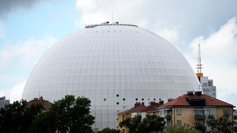 En vit rund byggnad som heter Gloven i Stockholm