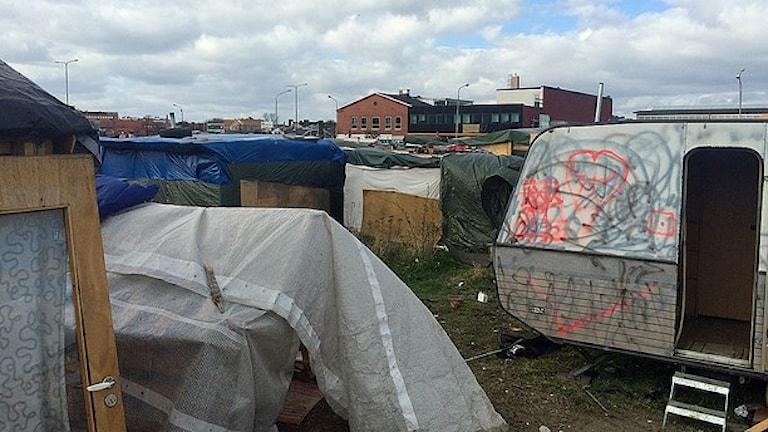Flera husvagnar och tält i Malmö