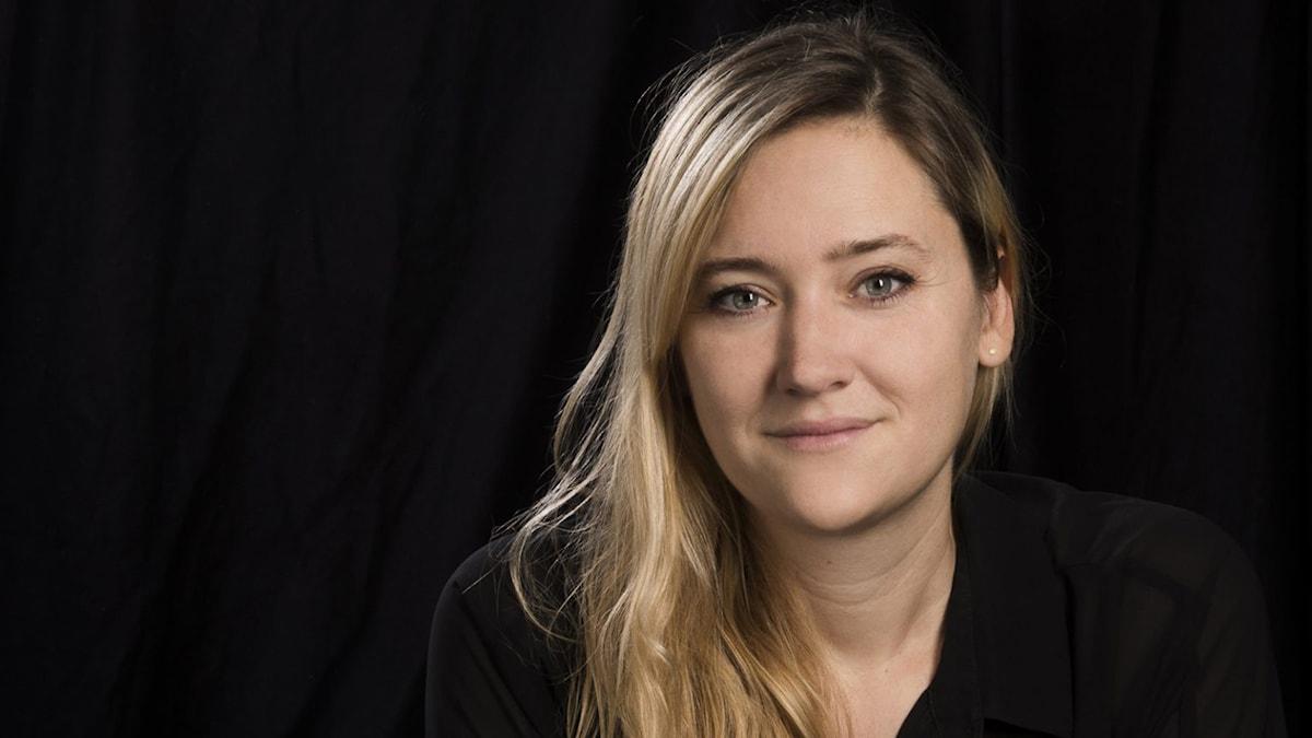 På fotot syns Susanna Cederquist. Hon har långt blont hår.