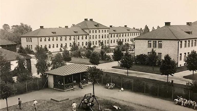 En svartvit bild av husen som hörde till anstalten Vipeholm i Lund i Skåne.