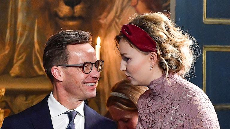På fotot är båda partiledarna finklädda.