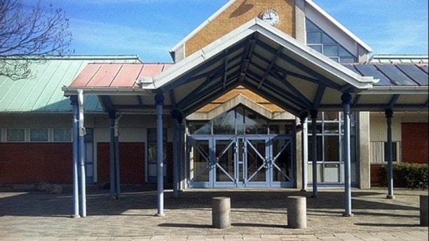 Foto av en skolbyggnad.