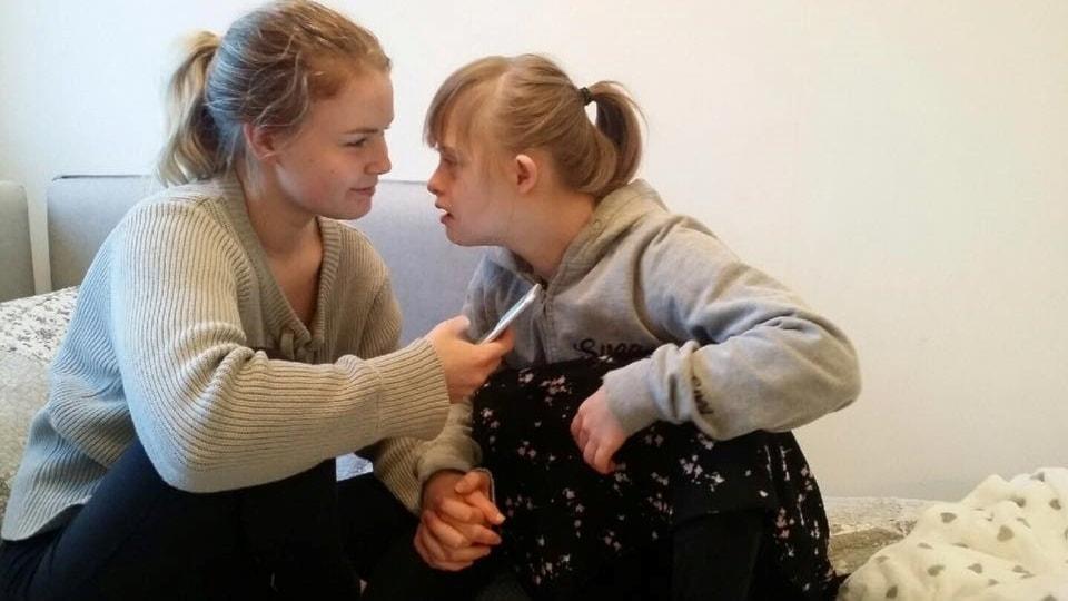 22-åring med Downs syndrom som inte får ha kvar assistans mår allt sämre