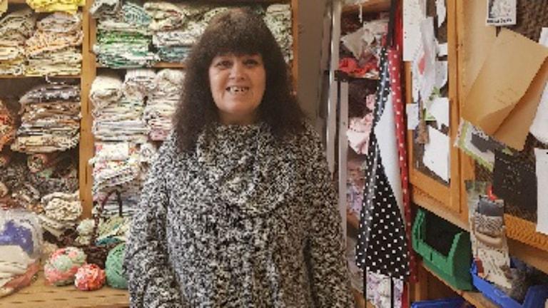 Anette Ekström i Örebro förlorar pengar på att jobba på daglig verksamhet.