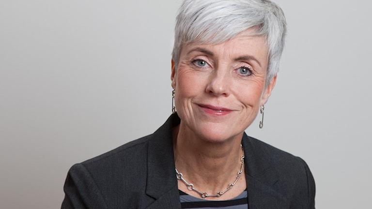 Åsa Furén-Thulin har kort ljusgrått hår och en mörk kavaj på sig.